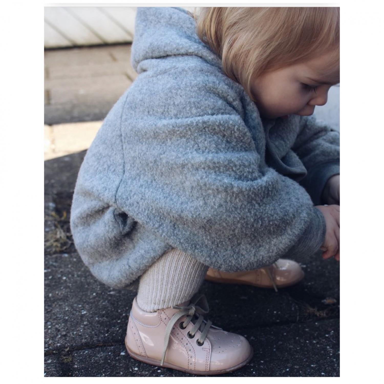e851eed4c846 Kvalitet  MEGET GOD – skoene holder til alt det som et lille barn udsætter  dem for